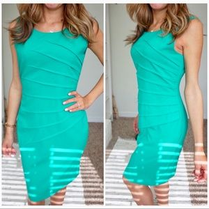 Calvin Klein size 4 light green bodycon dress ❤️